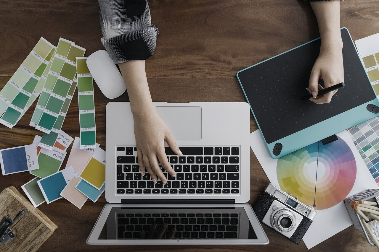 Zastanawiasz się jak uzupełnić swoją strategię marketingową o efektywne narzędzie niewymagające dużych nakładów pracy i pieniędzy? Odpowiedzią na postawione pytanie może być content commerce.